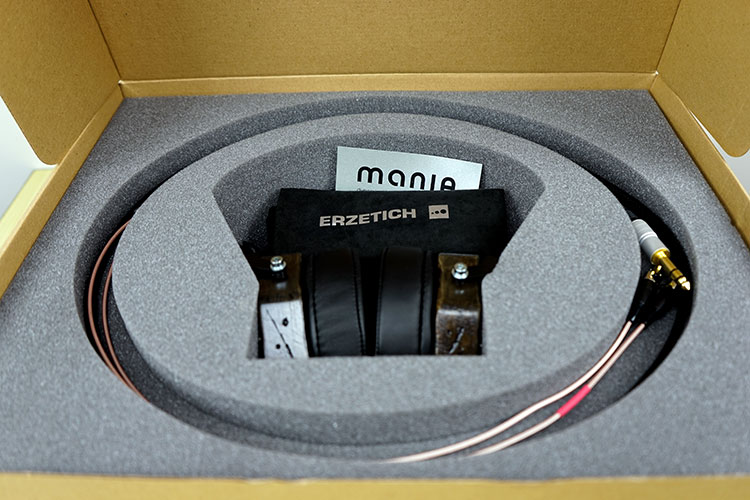 Erzetich Mania hodetelefon boks med kabler